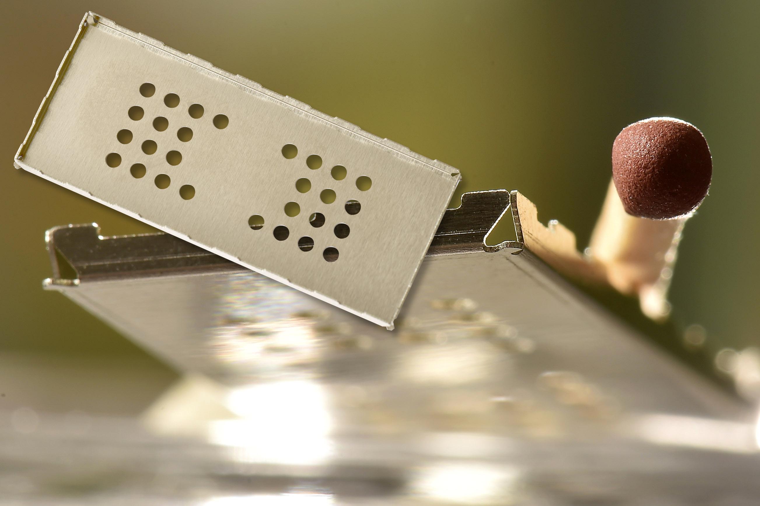 <h1>Laserskæring</h1><p>EMC afskærmning laserskåret og bukket.<br />Materiale: 0.20 mm. Nysølv.</p>