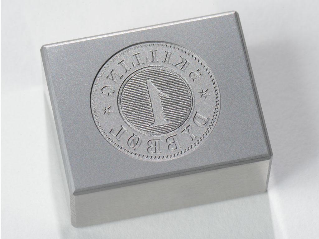<h1>Prægematrice</h1><p>Matrice til prægning af historisk mønt.<br />Dybbøl - Skilling (forside).</p>