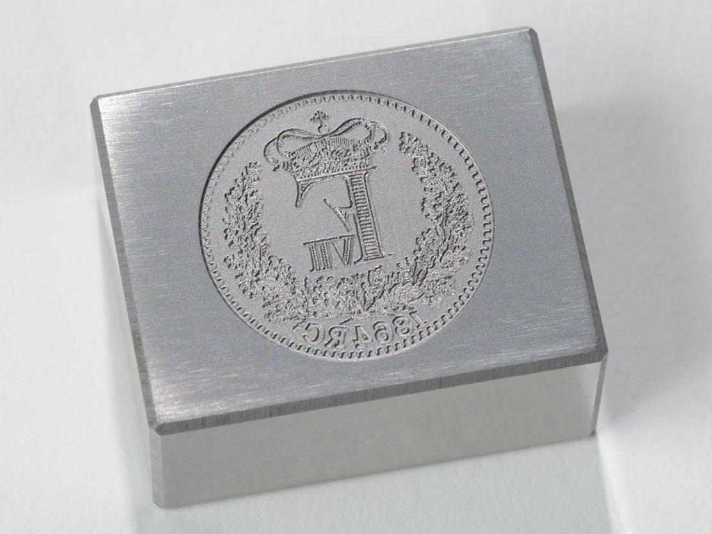<h1>Prægematrice</h1><p>Matrice til prægning af historisk mønt.<br />Dybbøl - Skilling (bagside).</p>