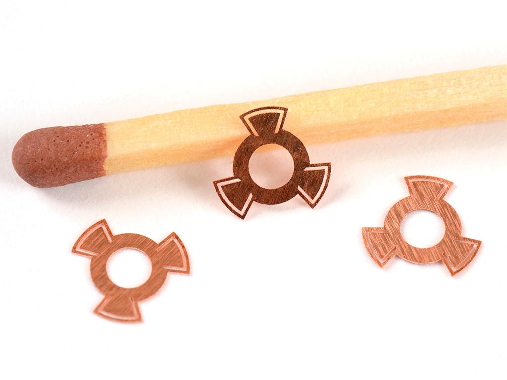 <h1>Laserskæring</h1><p>Bronze emner.<br /> Materiale tykkelse 0.05 mm.</p>