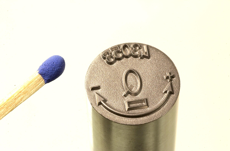 <h1>Prægestempel</h1><p>Fremstillet direkte i en hærdet lokkenål.<br />1 mm. prægedybde.</p>